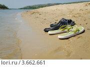 Летние сланцы на песчаном берегу реки. Стоковое фото, фотограф Михаил Бессмертный / Фотобанк Лори