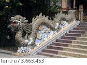 Купить «Каменный дракон в буддийском храме в городе Нячянг во Вьетнаме», фото № 3663453, снято 20 февраля 2011 г. (c) Раппопорт Михаил / Фотобанк Лори