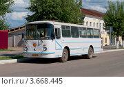 Купить «Автобус ЛАЗ-695Н третьего поколения», фото № 3668445, снято 10 июня 2012 г. (c) Виктор Карасев / Фотобанк Лори