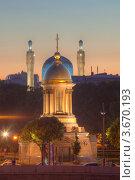 Купить «Санкт-Петербург. Вид на Свято-троицкую часовню и соборную мечеть», эксклюзивное фото № 3670193, снято 23 июня 2012 г. (c) Литвяк Игорь / Фотобанк Лори