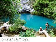 Абхазия, Голубое озеро и павлин (2012 год). Стоковое фото, фотограф Алан Мамуков / Фотобанк Лори