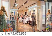 Купить «Бутик на первом этаже ТРЦ Афимолл Сити», эксклюзивное фото № 3675953, снято 30 июня 2012 г. (c) Алёшина Оксана / Фотобанк Лори