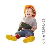 Купить «Малыш в строительной каске с электродрелью на белом фоне», фото № 3676433, снято 11 апреля 2012 г. (c) Яков Филимонов / Фотобанк Лори
