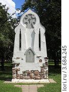 Купить «Памятный знак на месте снесённой часовни», эксклюзивное фото № 3684245, снято 30 июня 2012 г. (c) Игорь Веснинов / Фотобанк Лори