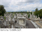 Купить «Кладбище Loyasse на холме Фурвьер. Лион, Франция.», фото № 3684321, снято 11 июля 2012 г. (c) Иван Марчук / Фотобанк Лори