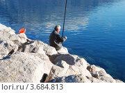 Купить «Рыбак на камнях», фото № 3684813, снято 3 января 2012 г. (c) Шейнина Ольга / Фотобанк Лори