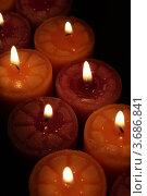 Купить «Ароматические свечи в темноте», фото № 3686841, снято 14 ноября 2009 г. (c) Александр Скопинцев / Фотобанк Лори