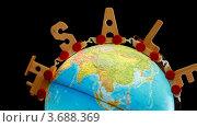 Купить «Паровозик с деревянными буквами S, A, L, E сверху глобуса», видеоролик № 3688369, снято 7 июля 2010 г. (c) Losevsky Pavel / Фотобанк Лори