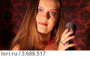 Купить «Девушка стоит перед микрофоном», видеоролик № 3688517, снято 15 марта 2010 г. (c) Losevsky Pavel / Фотобанк Лори