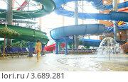 Купить «Женщина идет по краю бассейна», видеоролик № 3689281, снято 12 августа 2010 г. (c) Losevsky Pavel / Фотобанк Лори