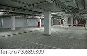 Купить «Подземная автостоянка», видеоролик № 3689309, снято 20 июня 2010 г. (c) Losevsky Pavel / Фотобанк Лори