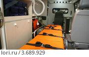 Купить «Машина скорой помощи с современным медицинским оборудованием», видеоролик № 3689929, снято 8 апреля 2010 г. (c) Losevsky Pavel / Фотобанк Лори