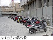 Купить «Стоянка скутеров возле Галереи Лафайет, Лион, Франция», фото № 3690045, снято 12 июля 2012 г. (c) Иван Марчук / Фотобанк Лори