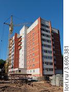 Строительство кирпичного многоэтажного дома. Стоковое фото, фотограф Алексей Макшаков / Фотобанк Лори