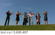 Купить «Музыканты играют на струнных инструментах», видеоролик № 3690497, снято 1 апреля 2010 г. (c) Losevsky Pavel / Фотобанк Лори