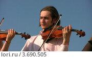 Купить «Музыканты играют на струнных инструментах», видеоролик № 3690505, снято 1 апреля 2010 г. (c) Losevsky Pavel / Фотобанк Лори