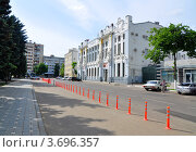 Купить «Краснодар, здание краевого рассчетно-кассового центра», фото № 3696357, снято 20 мая 2012 г. (c) Анна Мартынова / Фотобанк Лори
