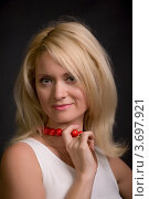 Купить «Портрет красивой блондинки с красными бусами, черный фон», фото № 3697921, снято 18 сентября 2011 г. (c) Egorius / Фотобанк Лори