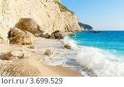 Купить «Прибой на пляже Ионического моря ( Порто Кацики, Лефкада, Греция)», фото № 3699529, снято 26 июня 2012 г. (c) Юрий Брыкайло / Фотобанк Лори