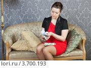 Купить «Деловая женщина пересчитывает крупную сумму денег (купюры по 500 евро)», фото № 3700193, снято 9 апреля 2011 г. (c) Сергей Дубров / Фотобанк Лори