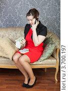 Купить «Бизнесвумен разговаривает по мобильному телефону», фото № 3700197, снято 9 апреля 2011 г. (c) Сергей Дубров / Фотобанк Лори