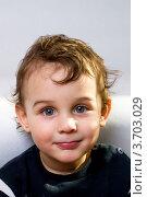 Плечевой портрет маленького мальчика. Стоковое фото, фотограф Константин Примачук / Фотобанк Лори