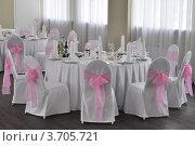 Оформление свадебного стола в зале. Стоковое фото, фотограф Александр Дубровский / Фотобанк Лори