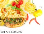 Спагетти с жареным мясом и специями. Стоковое фото, фотограф Лариса Кривошапка / Фотобанк Лори