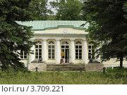 Купить «Флигель усадьбы в Кузьминках», эксклюзивное фото № 3709221, снято 16 июня 2012 г. (c) Free Wind / Фотобанк Лори