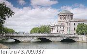 Купить «Мост через реку Лиффи, Дублин», видеоролик № 3709937, снято 9 ноября 2010 г. (c) Losevsky Pavel / Фотобанк Лори