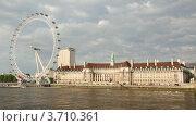 Вид на колесо обозрения London Eye и Темзу, Лондон (2010 год). Стоковое видео, видеограф Losevsky Pavel / Фотобанк Лори