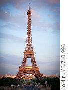 Эйфелева башня вечером, г. Париж, Франция (2012 год). Стоковое фото, фотограф Инна Касацкая / Фотобанк Лори