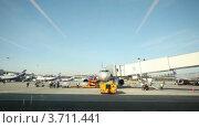 Купить «Работы в аэропорту», видеоролик № 3711441, снято 4 октября 2010 г. (c) Losevsky Pavel / Фотобанк Лори