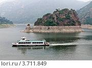 Купить «Озеро Янсай. Китай», эксклюзивное фото № 3711849, снято 24 июня 2012 г. (c) Антон Афанасьев / Фотобанк Лори