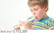 Купить «Мальчик играет на деревянной флейте», видеоролик № 3712205, снято 11 декабря 2010 г. (c) Losevsky Pavel / Фотобанк Лори