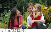 Купить «Девочка пускает мыльные пузыри», видеоролик № 3712461, снято 6 сентября 2010 г. (c) Losevsky Pavel / Фотобанк Лори