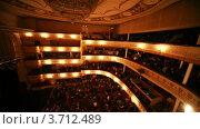 Купить «Зрители выходят из зала после окончания спектакля», видеоролик № 3712489, снято 22 декабря 2010 г. (c) Losevsky Pavel / Фотобанк Лори