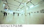 Купить «Зал выставки посвященной Никите Хрущеву в Московском Доме фотографии», видеоролик № 3712545, снято 14 января 2011 г. (c) Losevsky Pavel / Фотобанк Лори