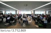 Купить «Люди за обсуждением за столами CEPIC Congress 2010 в Дублине, Ирландия», видеоролик № 3712869, снято 7 декабря 2010 г. (c) Losevsky Pavel / Фотобанк Лори