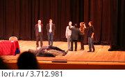 Купить «Анатолий Кашпировский проводит эксперимент на сцене», видеоролик № 3712981, снято 14 июля 2010 г. (c) Losevsky Pavel / Фотобанк Лори