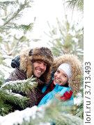 Купить «Радостные влюбленные на зимней прогулке», фото № 3713493, снято 30 января 2011 г. (c) Эдуард Стельмах / Фотобанк Лори