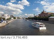 Купить «Речные суда на Москве-реке», эксклюзивное фото № 3716493, снято 30 июня 2012 г. (c) Родион Власов / Фотобанк Лори