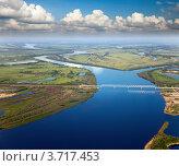 Большая река с железнодорожным мостом. Стоковое фото, фотограф Владимир Мельников / Фотобанк Лори