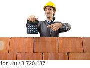 Купить «Довольный строитель показывает калькулятор», фото № 3720137, снято 22 мая 2012 г. (c) Elnur / Фотобанк Лори