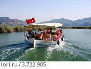 Туристы в путешествии по реке Дальян, Турция (2009 год). Редакционное фото, фотограф ElenArt / Фотобанк Лори