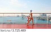 Купить «Мама с дочкой в открытых купальниках идут по палубе корабля», видеоролик № 3725489, снято 2 августа 2010 г. (c) Losevsky Pavel / Фотобанк Лори