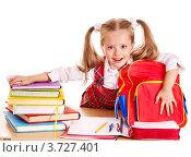 Купить «Первоклассница за столом с учебниками, рюкзаком и тетрадями», фото № 3727401, снято 30 июля 2012 г. (c) Gennadiy Poznyakov / Фотобанк Лори