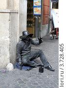 Купить «Живая скульптура. Ковбой с револьвером на улице Рима.», фото № 3728405, снято 7 мая 2012 г. (c) Ирина Иванова / Фотобанк Лори