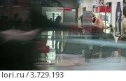 Купить «Люди проходят мимо салона красоты в супермаркете(Таймлапс)», видеоролик № 3729193, снято 8 декабря 2010 г. (c) Losevsky Pavel / Фотобанк Лори