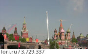 Купить «Летящие самолеты оставляют шлейф дыма на параде», видеоролик № 3729337, снято 6 апреля 2011 г. (c) Losevsky Pavel / Фотобанк Лори